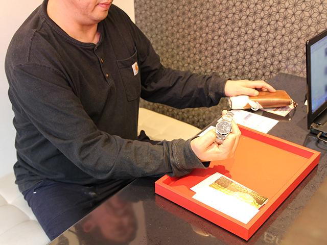 東京都のお客様よりロレックス オイスターパーペチュアルデイト 15200を264,000円にて買取いたしました
